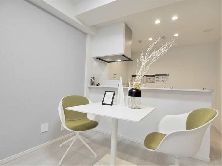 縦長空間のリビングダイニングは家具の配置がしやすく、使い勝手のよい空間です