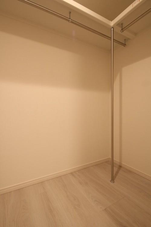 洋室にはウォークインクローゼットが設置されており、収納力も豊富。室内を広く活用できます