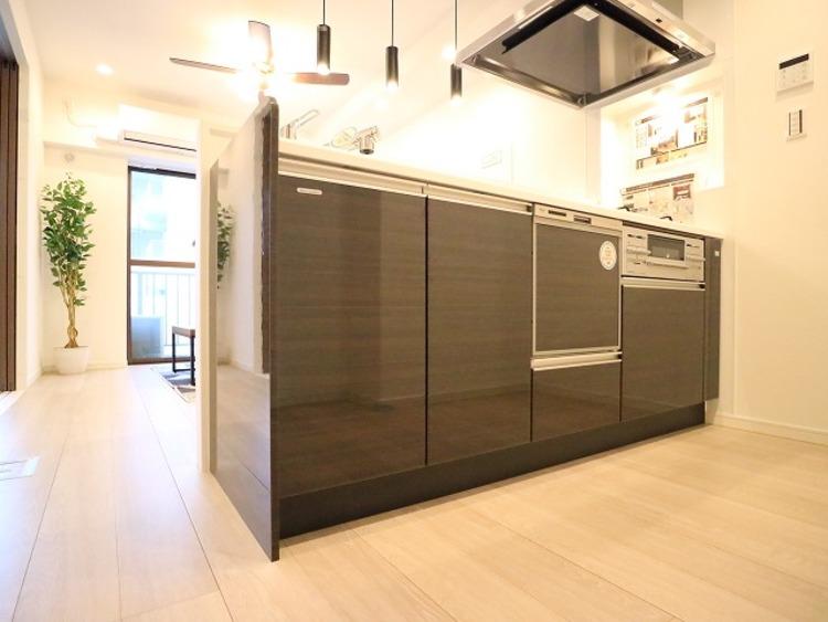 毎日をもっと軽やかに、キッチンワークをもっと効率的に。人に寄り添った美しい道具、使いこなす楽しみも教えてくれるキッチンです。