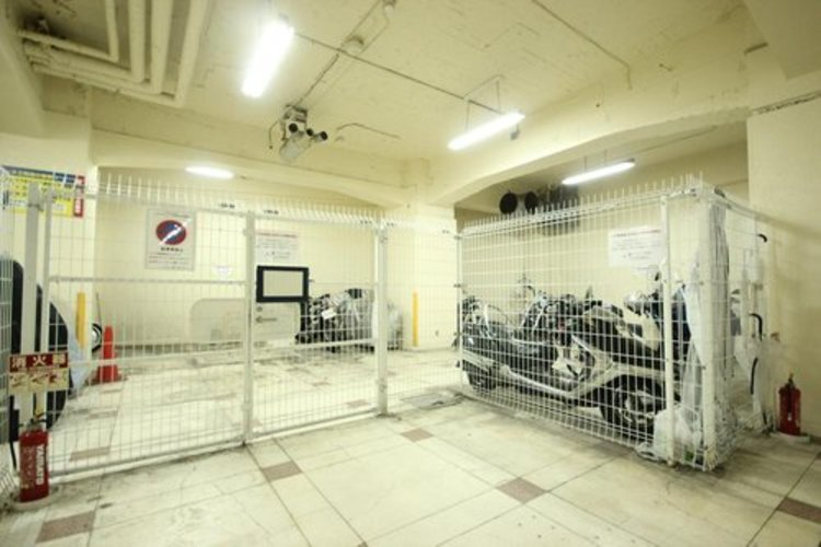 地下にバイク置場を設置しておりますので、防犯面としても安心です。