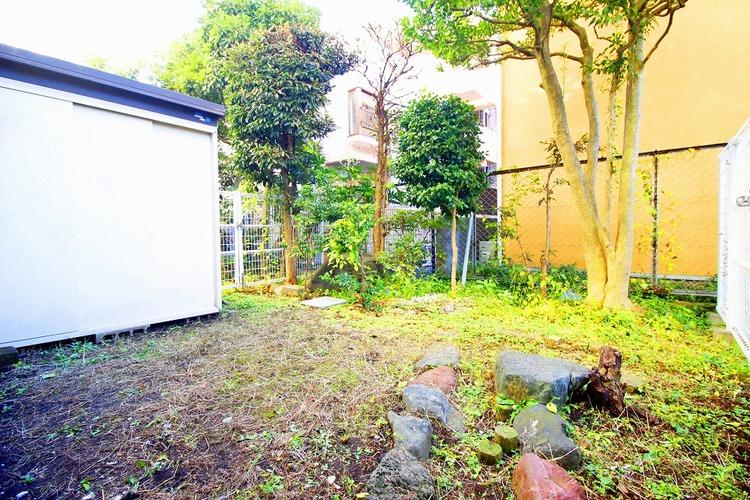 広いお庭はガーデニングなど、ご家族の楽しめる場所の一つに