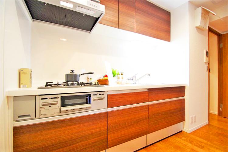 木の温かみが優しいキッチン