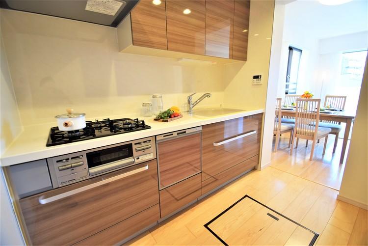 リビングから見えにくい設計のキッチンで、集中してお料理もできますね