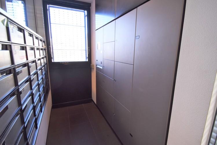 便利な宅配ボックスで、不在時の荷物の受け取りも安心