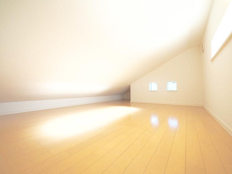 各洋室にはシーズンもの等の収納が便利なロフトがついています
