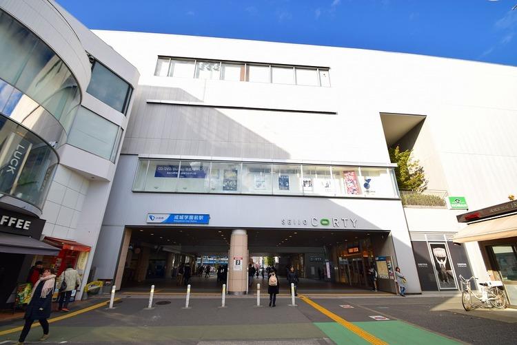 小田急線「成城学園前」駅 距離1900m