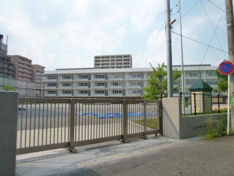 川崎市立上丸子小学校 距離320m