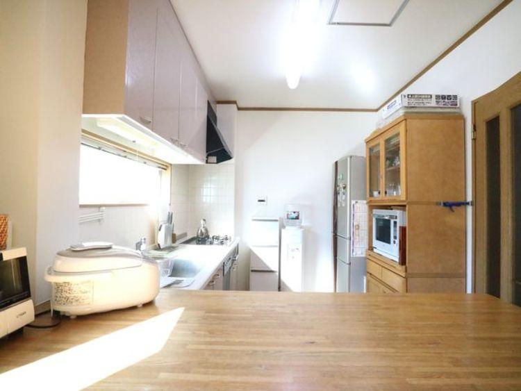 調理動線を考慮したシステムキッチンで、快適にお料理ができます。
