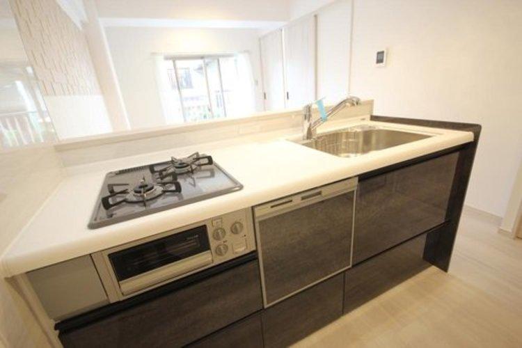 使いやすくスタイリッシュなキッチン空間には、奥様の意見が存分に活かされています。