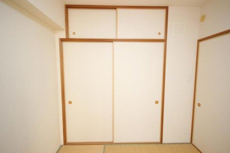 たっぷりの収納スペース。布団や大型のものを収納できるので、便利です。