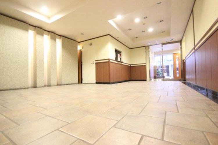 館内は静寂な中が保たれており、管理が行き届いている印象を受けました。重厚感溢れるロビーは、マンションの一つの特徴でもあります。