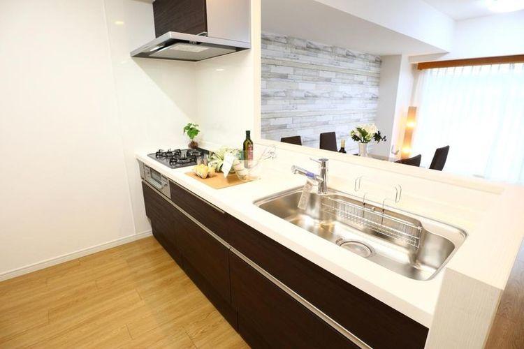 「キッチン」リビングが見渡せる対面式キッチンで、ご家族と会話を楽しみながらお料理をすることがきます。