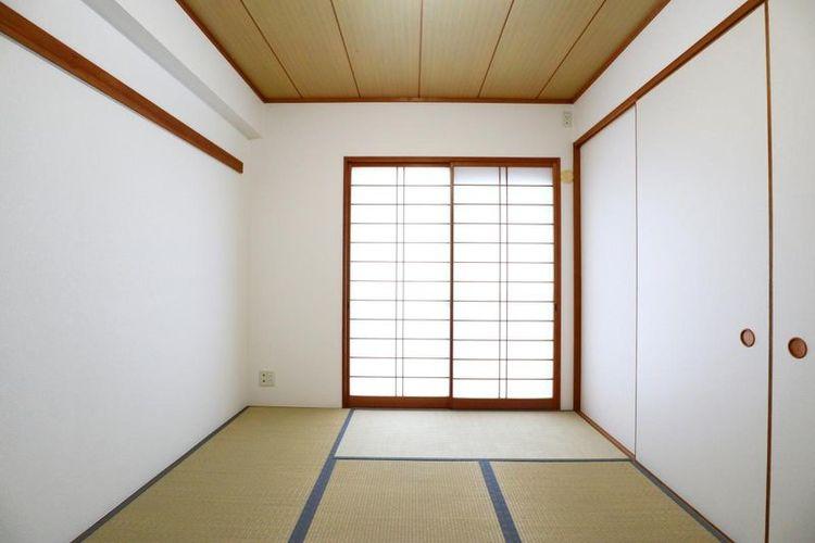 「和室」約6.0帖 子供の遊び場や客間など、多用途に利用できるリビング横の和室