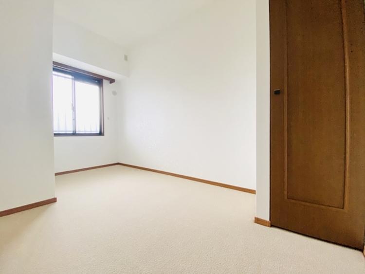 コンパクトな部屋でも、工夫次第で広く暮らすことは可能。