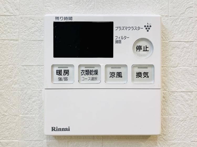 冬場には嬉しい暖房機能、梅雨の時期には乾燥等、機能的で清潔感溢れる浴室。