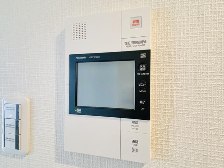 来訪者を映像で確認するシンプルな設備ながらセキュリティ効果は抜群。
