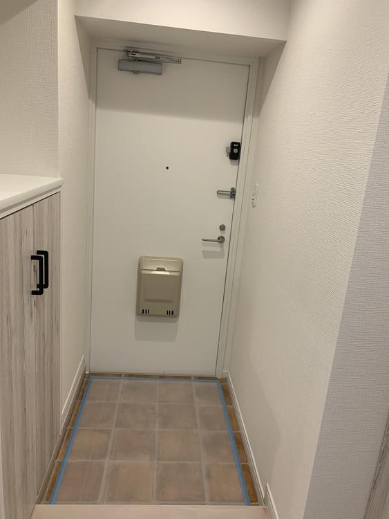小物を置くスペースもあるので、鍵や判子の置き場に使えます!