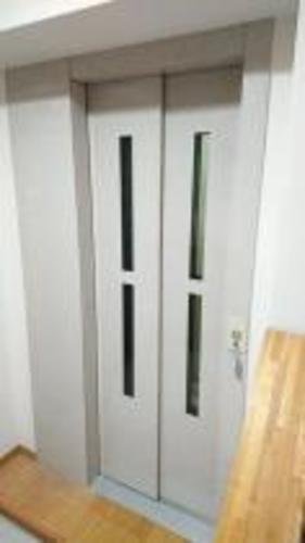 ホームエレベーターのある鉄骨造4階建て住宅の物件画像