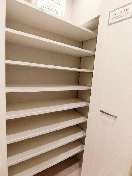 沢山の靴が収納できる下駄箱を備えました。ひろびろスッキリ使える玄関