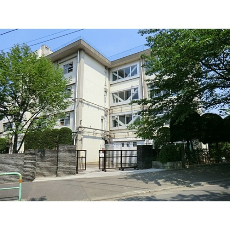 練馬区立八坂中学校(約650m)