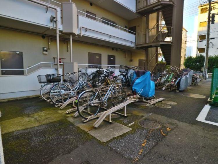 敷地内駐輪場。月額400円~600円でご利用できます。