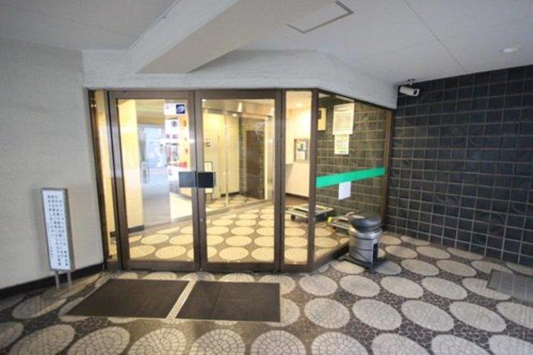 建物の内装も吹き抜けによって開放感広がるエントランスやロビー。このマンションの魅力のひとつです。