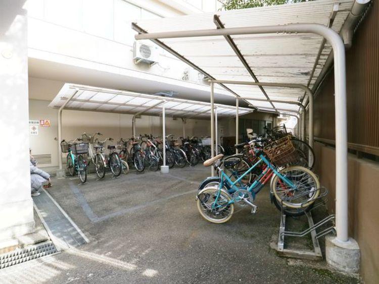敷地内駐輪場は、年額6000円にてご利用いただけます。