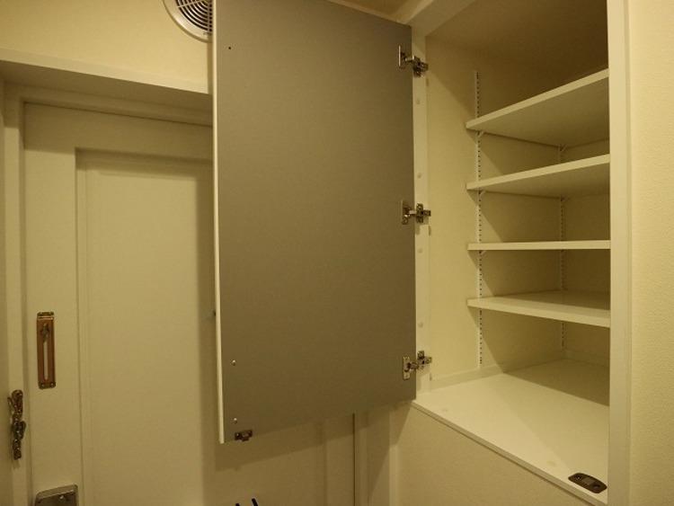 玄関にはシューズボックスとは反対側にもうひとつ収納スペースがあります。無駄を省きスペースを有効活用。