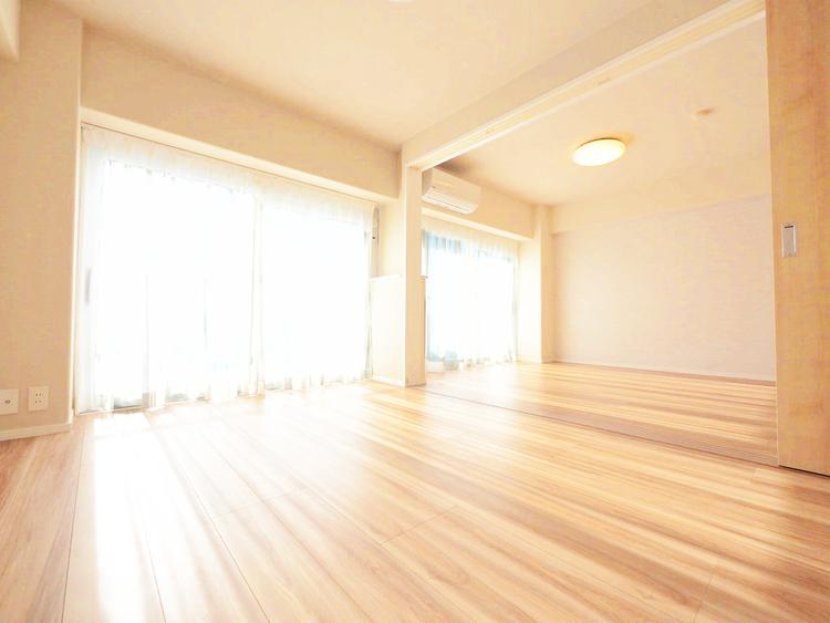 引き戸で開放的に使いやすい洋室約6帖からもベランダへ出られます