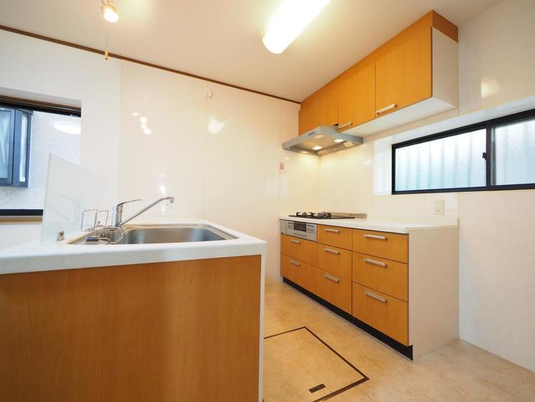 調理〜配膳まで一通りの流れをイメージし、ムダのない動線かを確かめよう。キッチンの高さや収納量も確認ポイント。