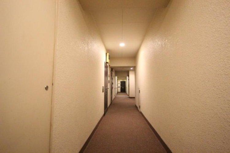 屋内廊下になっているため玄関をでても雨に濡れる心配がありません。