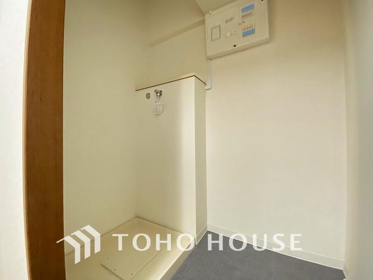 キッチン横には洗濯機の置けるユーティリティスペースがあります