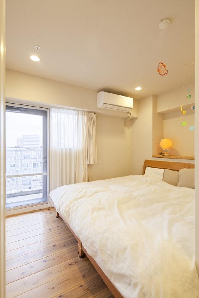 床は無垢のフローリング、壁天井は珪藻土で仕上げて、気持ちのよい寝室になりました