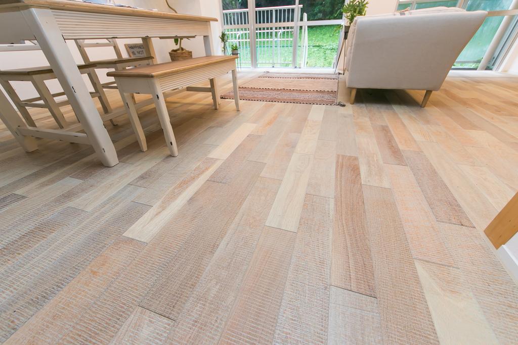 ビンテージ加工の床