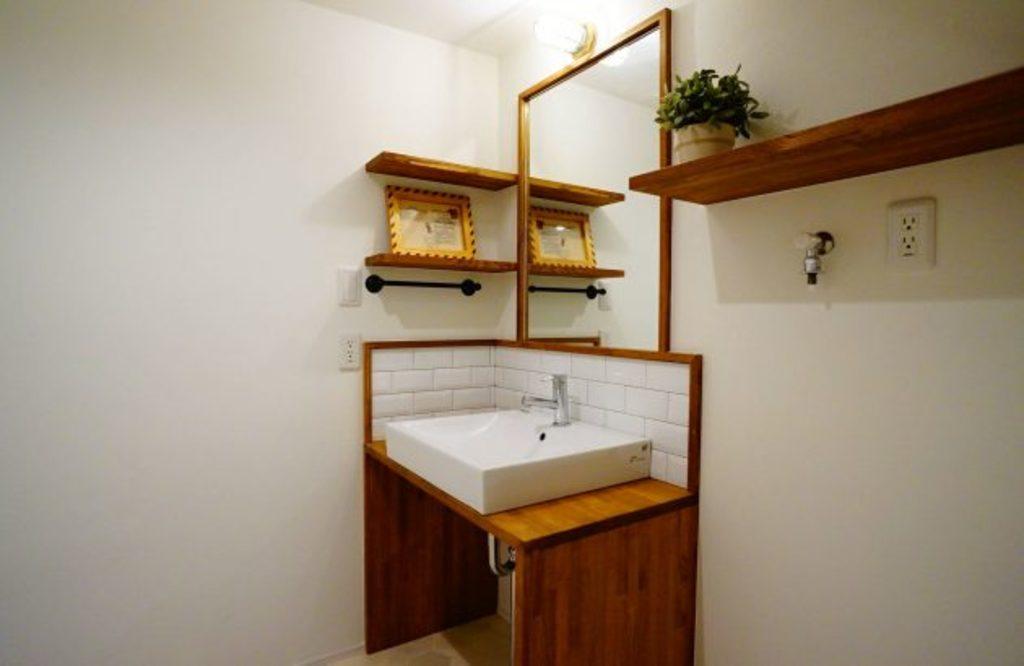 お洒落な造作の洗面台。