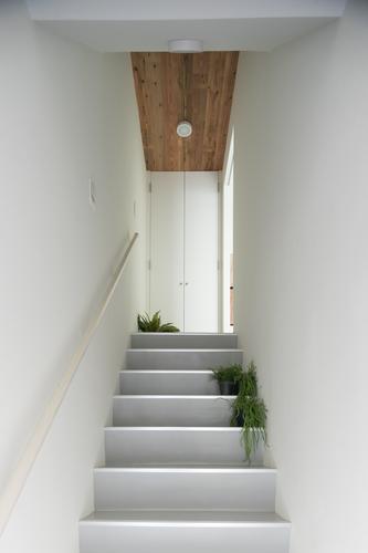玄関 階段 小物